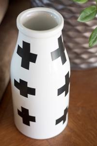 DIY Swiss Cross Vase Via: Hellolidy